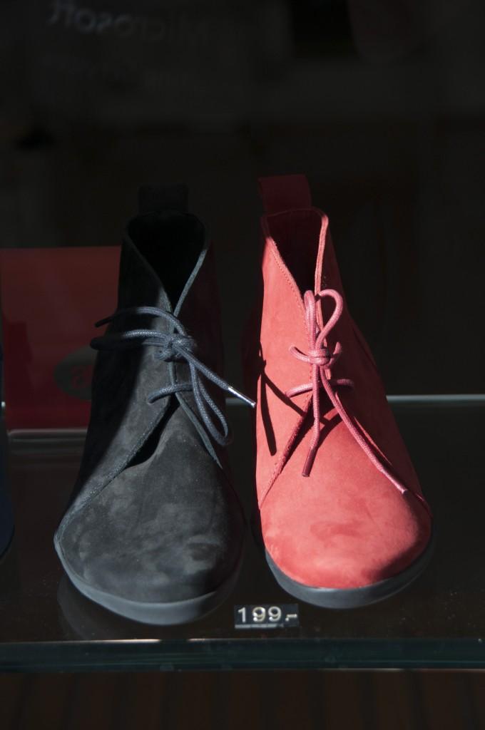 A pair shoes